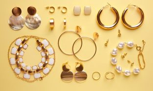 How to Start Your Own Jewelry Business (A Complete Guide)
